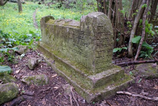 Остатки гробниц