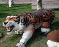 Деревянная скульптура тигра