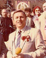 А.Крутов ведет репортаж с первомайского парада на Красной площади