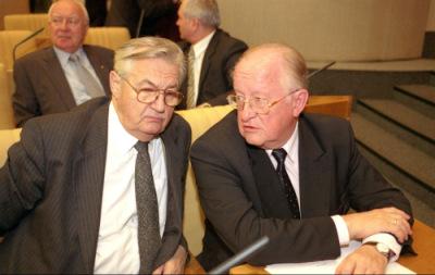 В.Вареннико, В.Геращенко, на заднем плане - генерал И.Родионов