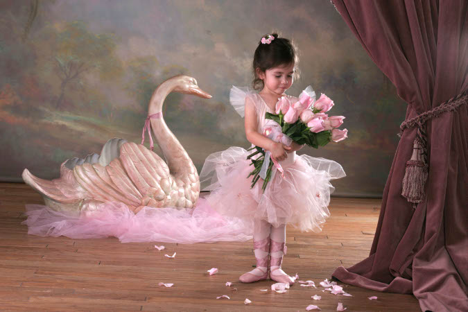 PSD исходник-Маленькая балерина 2215х1476, зоо dpi, слои отключены.