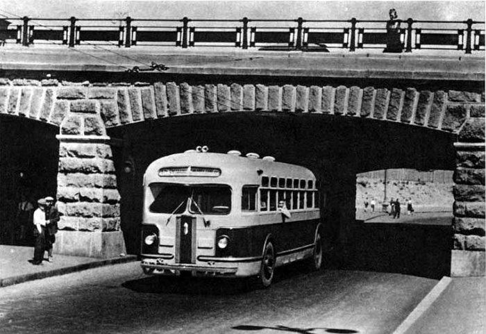 Автобус ЗиС-154 на пл.