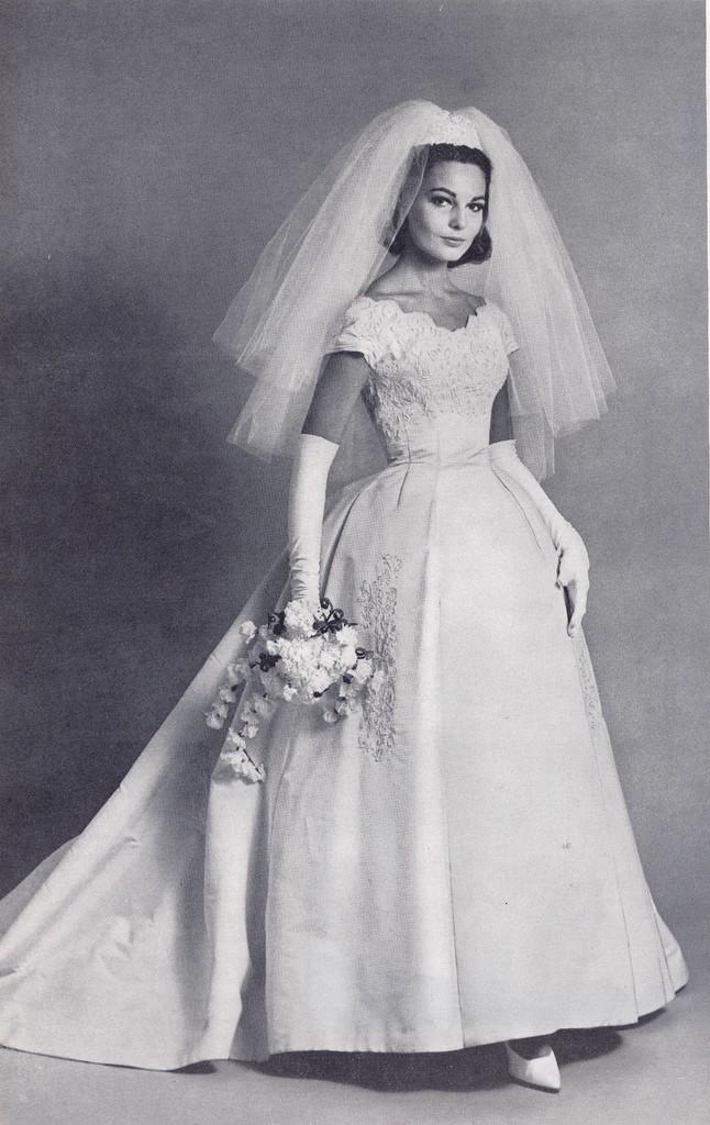 свадебные платья на фигуру яблоко