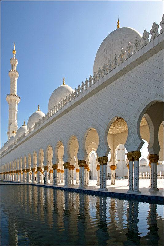 Мечеть шейха Заида в Абу-Даби является самой большой мечети в Объединенных Арабских Эмиратах и шестой по величине...